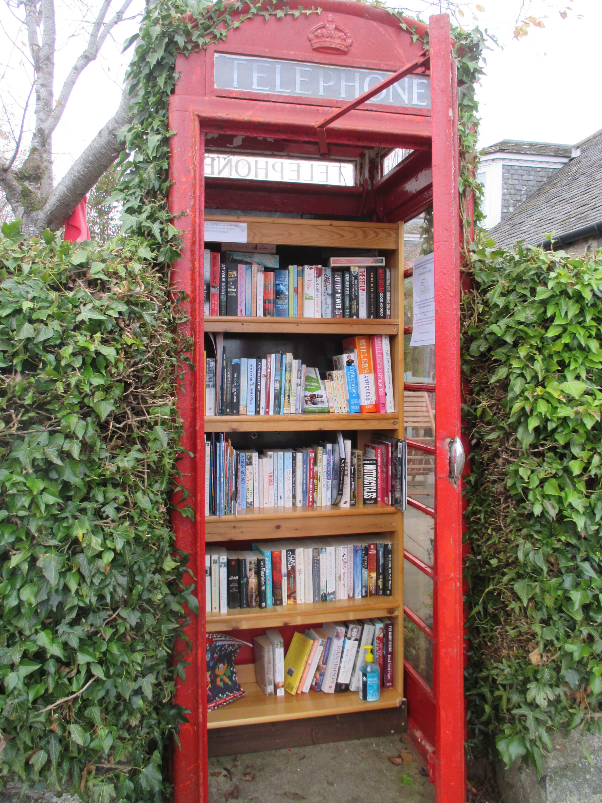 Mini Library in phone box